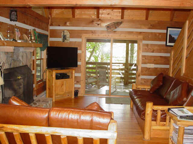 Secluded Log Cabin Overlooking Creek - Bear Creek - Boone, Blowing Rock, Blue Ridge Parkway